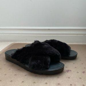 Fluffy slippers slides 7